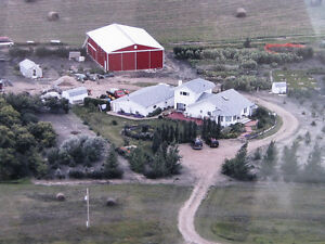 GORGEOUS ACREAGE - 20 MINS FROM CITY