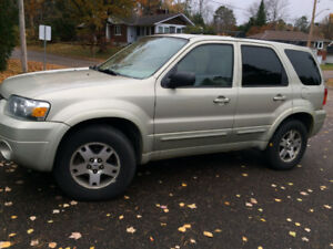 2005 Ford Escape AWD LTD, Snow Tires, Sunroof, Leather, A/C