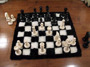 Jeu d'échecs sur tapis / Chess set on a rug West Island Greater Montréal image 6