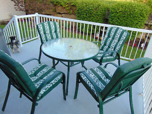 Round Glass Top Patio Table with Umbrella and 4 Chairs