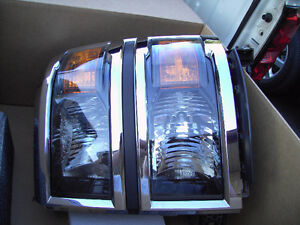 2014 Chev Silverado 1500 Driver side Headlight