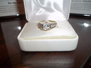 BEAUTIFUL LADIES DIAMOND RING REDUCED TO SELL(CASH)