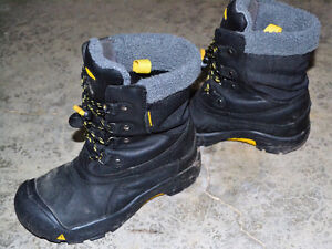 Size 4 Keen winter boots London Ontario image 1