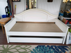 Bed/day bed with pull-out storage trundle/bunk