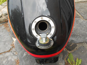 Yamaha FZ 1000  fuel tank, late 80's or early 90's    $160.00 Cornwall Ontario image 2