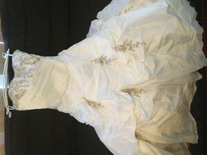 Beautiful wedding dress plus short veil for $350.00