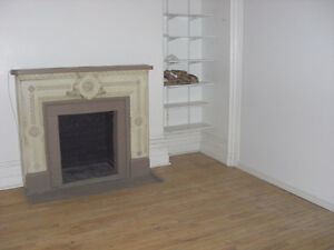 Downtown 4 1/2 near Concordia University available right away