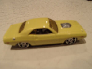 LOOSE Hot Wheels 1970 Dodge Challenger 1:64 scale diecast car. Sarnia Sarnia Area image 1
