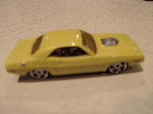 3 LOOSE Hot Wheels 1970 Dodge Challenger 1:64 scale diecast car. Sarnia Sarnia Area image 4