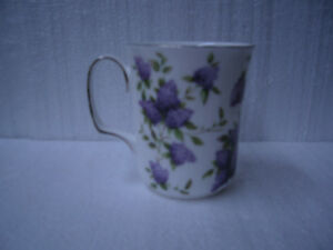 ROYAL ALBERT LILAC LANE PLATINUM MUG