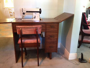 Meuble a Machine A Coudre *** Sewing Machine Table