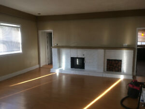 LARGE 2 BEDROOM DOWNTOWN HEAT/LIGHTS INCLUDED