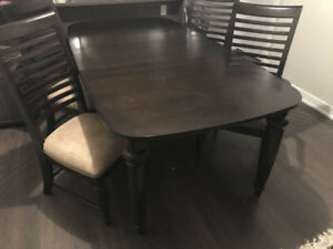 Dining table with 8 Chairs ( extendable ) - $200 (coquitlam)