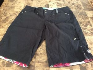 Lululemon Adventure Shorts Sz 6 New