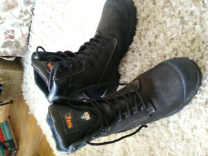 Gently worn Mens size 8 Saftey boots 80 or BO