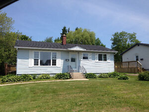 Sweet Bungalow in GREAT LOCATION
