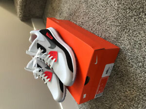 Brand new Nike zoom golf shoes