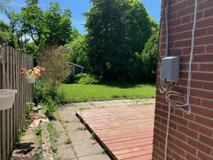 3 bedroom main floor at Lawrence/Markham available Now