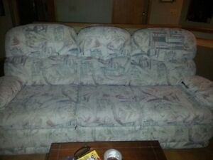 LAZY BOY RECLINER COUCH & LOVESEAT