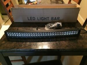 "32"" curved light bar brand new"
