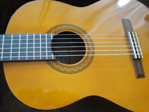YAMAHA C40 CLASSICAL GUITAR FULL SIZE BRANDNEW IN THE BOX $175