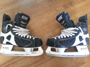 Senior Hockey Skates - CCM Super Tacks 652 - Size 9.5