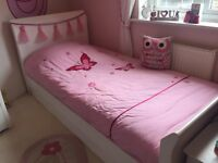 White sleigh single bed