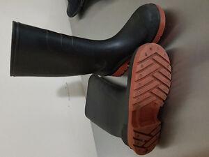 Boys rain boots - Size 2 Kitchener / Waterloo Kitchener Area image 2