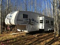2005 Wildcat 31' 5th wheel