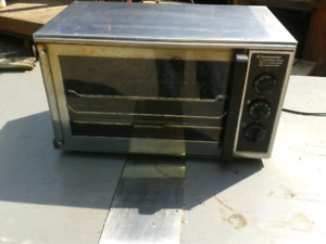 COUNTERTOP CONVECTION / TOASTER OVENS