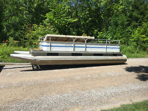 18ft Pontoon Boat