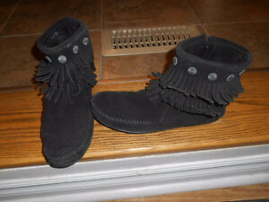 Ladies Moccasin style short boots