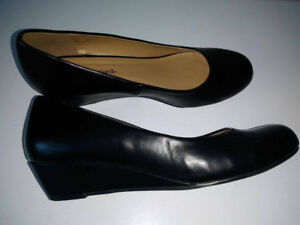City Classified Women's Black Wedge Pump size 9