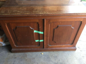 Antique tv stand/cabinet