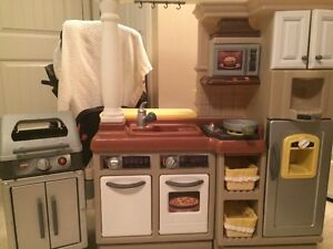 toddler play kitchen and play food