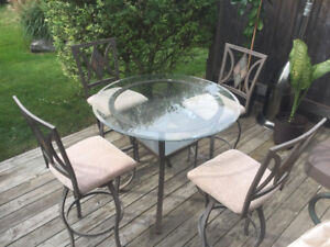 Bistro glass top table and 4 swivel stools