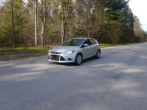 Priced lowered 2014 Ford Focus Se 2.0L automatic