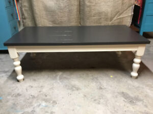 CLASSIC LARGE COFFEE TABLE!