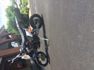 2014 gio 125cc dirt bike/pit bike runs like new starts first try