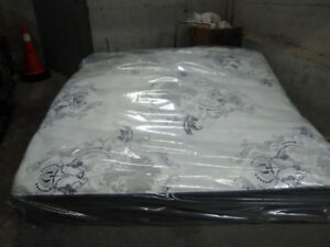 Brand New King size SIMMONS Beautyrest Black & BOXES