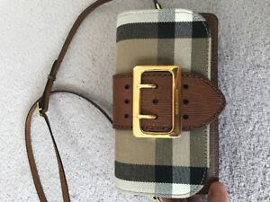 Crossbody Burberry purse