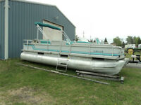 24ft CREST PONTOON BOAT