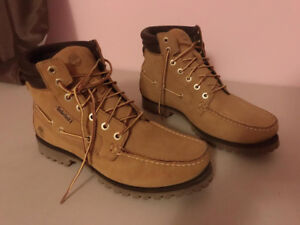 Timberland Men's 7 EYE MOCTOE Casual Boot - US Size 9