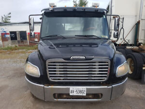07 Freightliner MM1 rollback tow truck