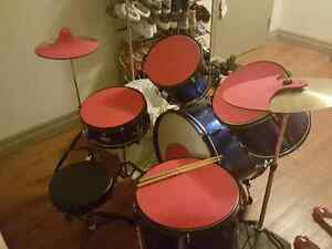7 Piece Drum set ( Great Christmas Gift for your love ones! )