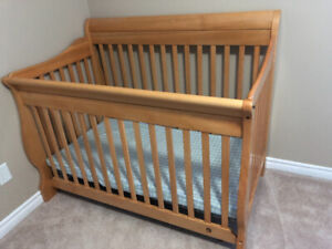 4 in 1 convertible crib and dresser/ change table in honey oak