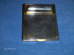 COLLECTIBLE GOLD COLOR METAL MAKE UP COMPACT-1980S