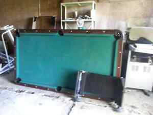 4×7 pool table with all accessories
