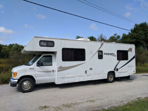 2005 Majestic 30 ft Class C Motorhome in Excellent Condition