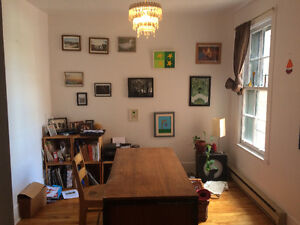 Room / office for rent in La petite patrie -- Perfect location!